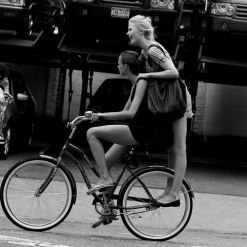 https://pancakesandpoodles.files.wordpress.com/2010/08/sartorialist-bikes-new-york.jpg?w=300